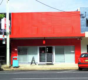 This well presented commercial space with high exposure and passing foot traffic has broad appeal to a number of users.  It is further enhanced by rear access and undercover car spaces.  Key features include:  - Prime location in Park Avenue, Coffs Harbour - Great street exposure - Direct street access - Signage opportunities - Disabled ...