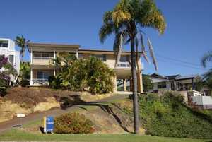 This large, partly renovated home is located in the beach-side suburb of Diggers Beach and boasts magnificent views of the ocean and mountains. The property has had new blinds plus bamboo flooring installed throughout and has been freshly painted. The top level of the property includes: main bedroom with built-in ...