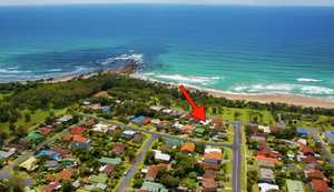 This spacious light filled 3 bedroom home in the sleepy seaside village of Sandy Beach offers a fantastic beachfront location and idyllic beachcomber lifestyle. Imagine embracing a new relaxed way of life with easy days filled with swimming, fishing and long leisurely strolls along the shores of sun-drenched Sandy Beach ...