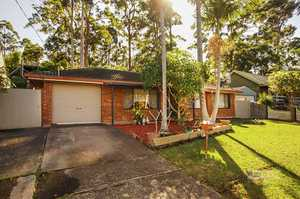 This three bedroom brick and tile home would suit owner occupier or investor alike.  A great starter home or downsize proposition.  In need of some cosmetic work, but reflected in a realistic asking price.  Kitchen and dining area overlooks the undercover pergola area ideal for summer barbeques and entertaining.  With ...