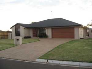 Applications encourage prior to and subject to viewing the property. This contemporary style home has bedrooms, all with built-ins, 2 way bathroom, a good size lounge, big dining opening out onto undercover entertaining area.  Also has modern kitchen with dishwasher, air-conditioned living area, double attached garage. Large fully fenced private ...