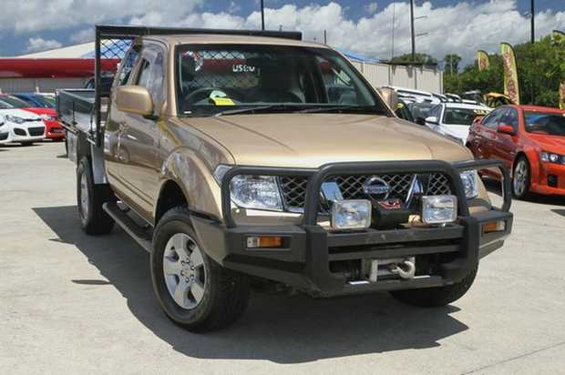 2008 Nissan D40 Navara Kingcab STX!  This automatic kingcab comes well equipped with a Steel Bullbar...