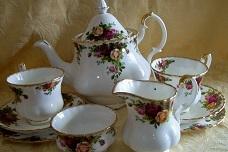 """Old Country Roses"" Tea Set, made in England,   Teapot, Milk Jug, Sugar Bowl, 6 Cups, Saucers & Plat..."