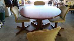 Pedestal round dining table extends to oval with 5 swivel chairs .Excellent condition, Minor stain o...