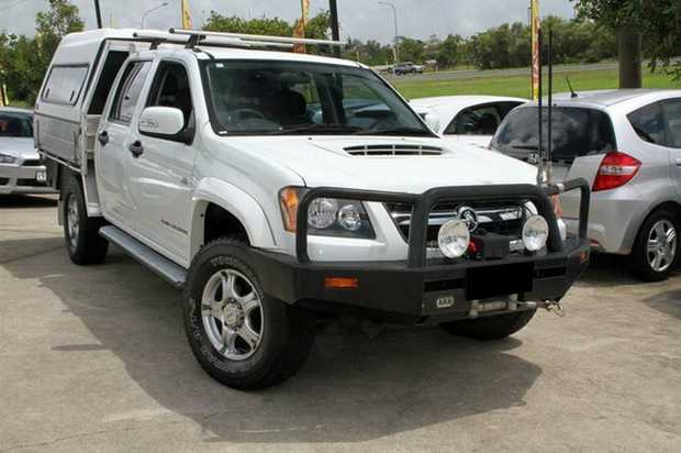 2011 Holden Colorado LX with just 78,523klms!  This 4X4 comes loaded with extras including Steel Bul...