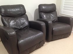 Dark brown, very comfortable and not as bulky as most recliners 98cm high x 84cm wide x 80cm deep Ex...