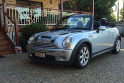 MINI Cabrio Cooper S 2005 Top of the range, leather upholstery, one owner, only 67,000 km. Great...