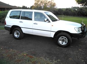 2000 Landcruiser 100 series 4500 man.