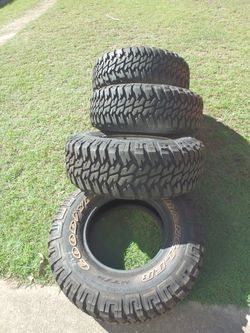 4 Off-road Goodyear Wrangler Tyres LT265/75 R16 in excellent condition. 3 of these tyres have a Toyo...