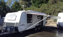 22'  2 door fridge, island bed, seperate ensuite, solar, air/con, tow hitch, chocks,sway bars, storm...