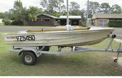QUINTREX Sportsman 13ft - 2xseats, marine ply carpet floor, anchor well, fuel tank rack, Good Con...