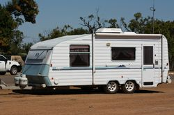 "WINDSOR Statesman Royale 2000 model 20'6"" island queen bed, shwr/ wc, 3 way fridge, A/c,..."