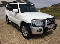 Excellent Condition - Reg 05/17, T/B, B/B, Mats, Roof Rack, Seat Covers, Headlight & Bonnet Protect,...