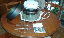 Multi use counter oven.  All accessories and manual in original box. Great condition.  $60. 07412534...