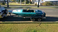 NANKERVUS 1990 ski boat, 302V8 V drive, boat cover, good trailer, fresh water only, some ski gear...
