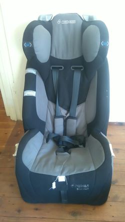 Maxi cosi air, ages 6 months - 4 years.  $50.00 ono.