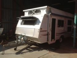 2003 Viscount Newport, 17.6 long, Island Bed, Front Kitchen, 3 way fridge, Roll out awning, Air Con,