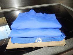 size lge,1lg sleeve,1short sleeve rashie,1 short sleeve shirt, and 1 used burning spear rashie.wrong...
