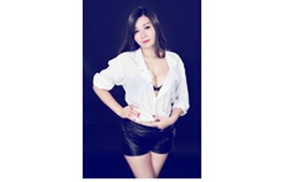 19yo, Genuine Photo, 5'2, Sz6, 34C Bust, VIP Experience