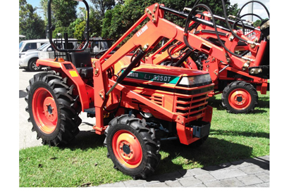 Kubota 27HP 4 in 1Fel, P/S shuttle shift, low hrs, Slasher, Cheap DEL available
