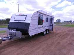 19'6 Nova Vita semi off road, tandem axel, 2 solar panels, a/c, q/bed, ens, fridge freezer,...