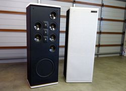 Magnificent sound from 3 tweeters and 6 mid/low range drivers. Imposing 140 cm high and 70 kilos eac...