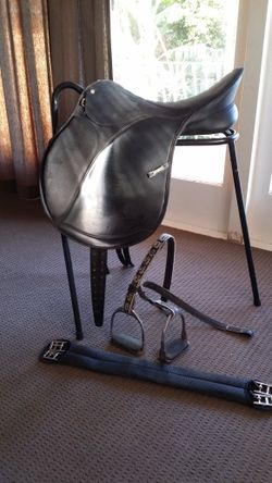 Black, 18inch/46 cm. The saddle is in great condition, the only sign of wear is on the stirrup leath...