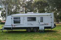 "2014 OLYMPIC Javelin XL 21' 6"", queen bed, ensuite/w mach, cafe dining, TV/DVD, 186lt..."