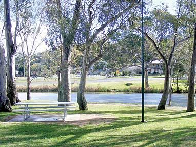 The park beside the Conadmine River.