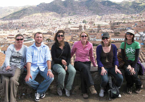 Viv Walsh (far right) overlooking Cuzco with fellow volunteers (l-r) Jacqui Williams (NZ), Lee English (Canada), Tanya De Guara (Melbourne), Joanna Stevens (London), and Vicki Primrose (Sydney).