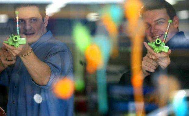 Paintball gun for a colourful gift rockhampton morning for Ian adam smith
