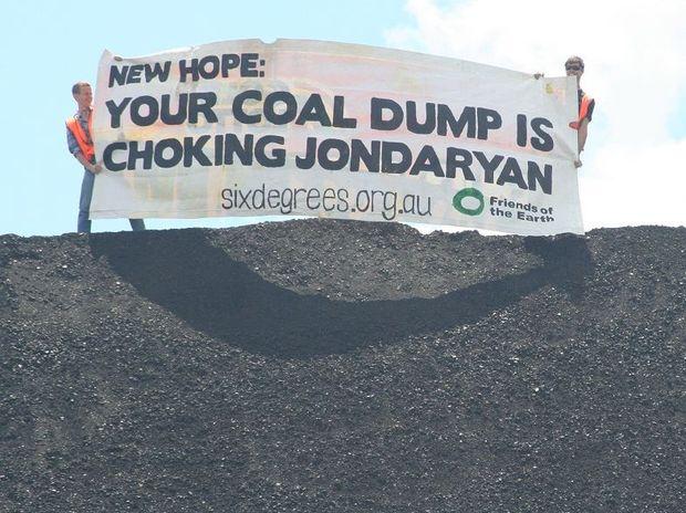Protestors at New Hope's coal handling facility near Jondaryan.