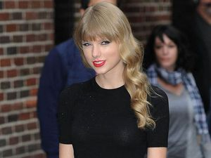 Taylor Swift mingles with fans at Sydney Airport