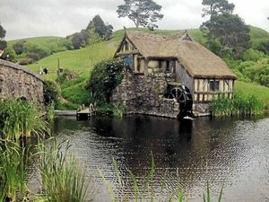 Pilgrimage to Middle-earth brings silver screen set to life