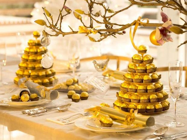 Make your dining table look deliciously festive this Christmas.