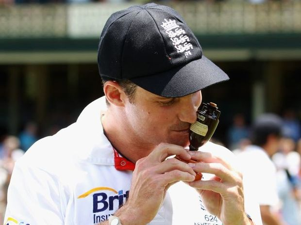 Andrew Strauss of England poses with the Ashes urn.