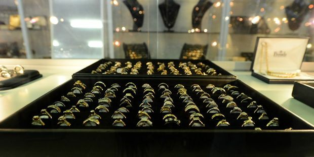 Jewellery at Speedi Cash in Rockhampton. Photo Sharyn O'Neill / The Morning Bulletin