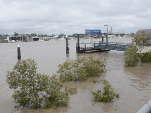 Brisbane River level rises