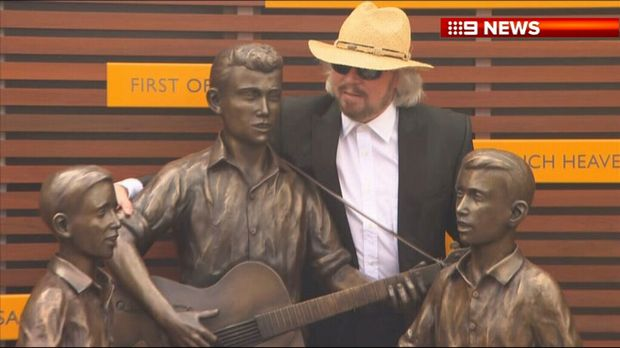 Bee Gees legend Barry Gibb checks out the statue in honour of the band at Redcliffe today. Source: Nine News, Twitter