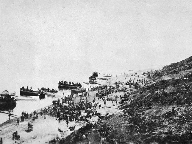 LANDING AT GALLIPOLI April 25, 1915.
