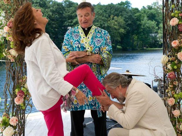 Susan Sarandon, Robin Williams and Robert De Niro in a scene from the movie The Big Wedding.