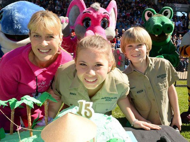 Terri, Bindi and Robert Irwin celebrate Bindi's 15th birthday.