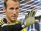 Osieck backs in veteran keeper