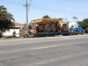 Traffic lights brought down by truck in Mackay