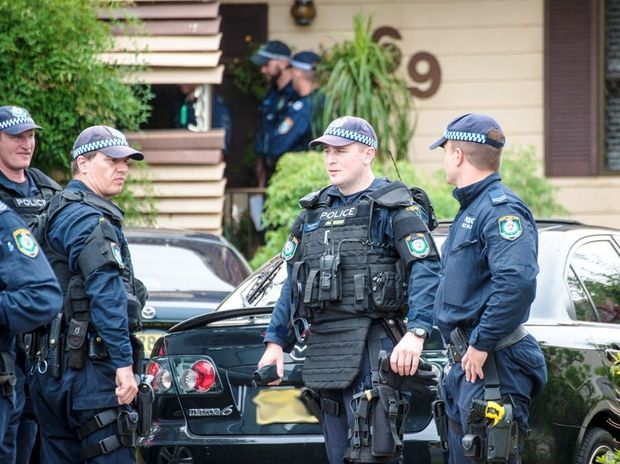 Strike Force Merry detectives together with the Police Dog Unit execute a search warrant on a Coffs Harbour property. Photo: Rob Wright / Coffs Coast Advocate