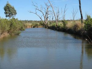 Clear creek banks play key role in waterhole retention