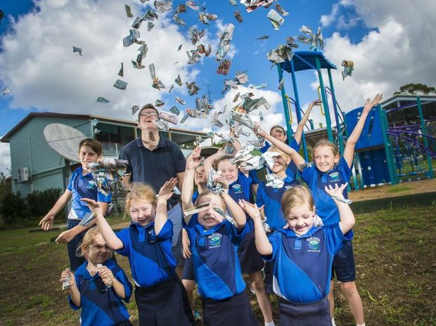 Principal Will Ashburn and his students at Builyan State School collected over 6000 tokens, winning the The Observer's Ipads for Schools competition.