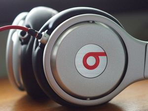 Apple in $3 billion purchase of Dr Dre's Beats Electronics