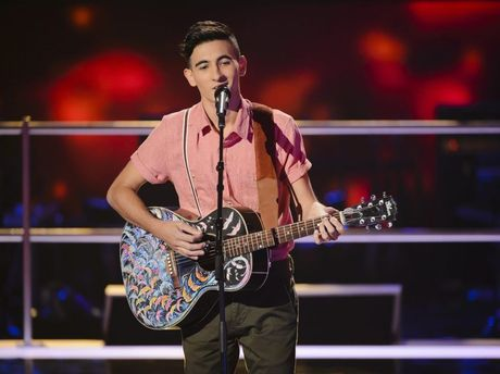 The Voice Australia contestant Isaac McGovern sings during his battle against Luke Koteras. Supplied by Channel 9/WIN.