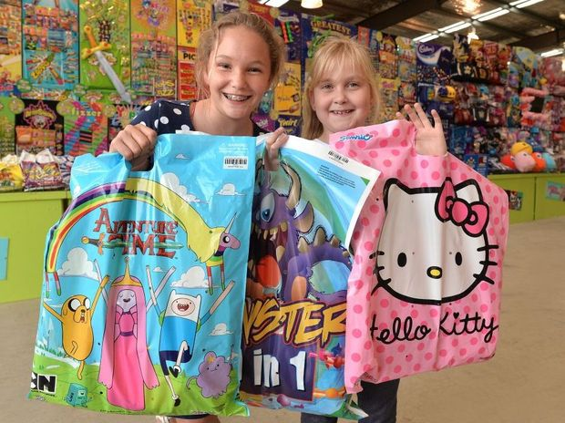 Destiny Pink, 13 and Hannah Whitby, 8 at the Showbag Carousel stand Photo Tony Martin / Daily Mercury